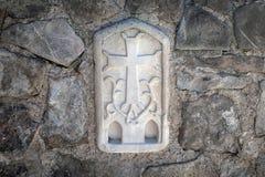 Правоверный крест высек на стене церков Стоковые Фото