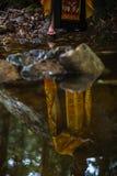 Правоверный священник во время таинства духовного рождения - крещения Стоковые Изображения