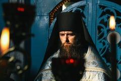 Правоверный священник в местной церков Стоковые Фото