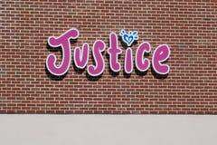 """Правосудие маркетинг магазина одежды к девушкам """"твена """" стоковое изображение rf"""