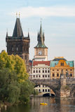 Прага возвышается около Карлова моста Стоковое Изображение