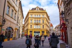25 01 2018 Прага, чехия - взгляд к улице в старой Стоковые Фотографии RF