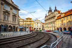 24 01 2018 Прага, чехия - идущ через улицы Стоковое Изображение