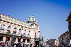 ПРАГА, ЧЕХИЯ - 10-ое апреля: Красивый взгляд улицы Tra Стоковое Изображение RF