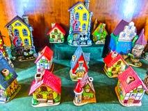 Прага, чехия - 31-ое декабря 2017: Забавляйтесь керамические полу-timbered дома в сувенирном магазине в Праге Стоковые Фото