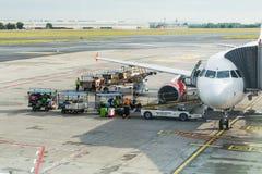 ПРАГА, ЧЕХИЯ - 16-ОЕ ИЮНЯ 2017: Международный аэропорт Vaclav Havel Праги, Ruzyne, чехия Самолет воздуха внутри Стоковое Фото