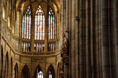 ПРАГА, ЧЕХИЯ - 18-ОЕ ОКТЯБРЯ 2017: Собор St Vitus Собор St Vitus готический католический собор в замке Праги, se Стоковое фото RF