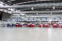 ПРАГА, ЧЕХИЯ - 10-ое февраля: Зала отклонений авиапорта Праги Vaclav Havel на 10,2016 -го февраля Стоковое фото RF