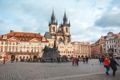 25 01 2018 Прага, чехия - старые городская площадь и церковь o Стоковые Изображения RF