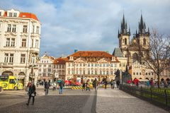 25 01 2018 Прага, чехия - старые городская площадь и церковь o Стоковая Фотография
