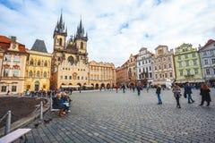 25 01 2018 Прага, чехия - старые городская площадь и церковь o Стоковое Фото