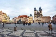 25 01 2018 Прага, чехия - старые городская площадь и церковь o Стоковое Изображение