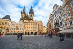 25 01 2018 Прага, чехия - старые городская площадь и церковь o Стоковые Изображения