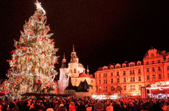 ПРАГА, ЧЕХИЯ - 23-ЬЕ ДЕКАБРЯ 2014: Красивый взгляд улицы  Стоковое фото RF