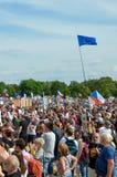 Прага, чехия - 23-ье июня 2019: Толпа протестов людей против Премьер-министра Babis и министра юстиции на Letna, стоковые фотографии rf