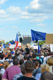 Прага, чехия - 23-ье июня 2019: Толпа протестов людей против Премьер-министра Babis и министра юстиции на Letna, стоковое изображение rf
