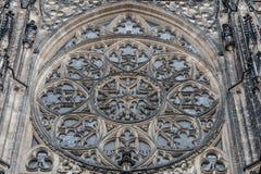 ПРАГА, ЧЕХ - 12-ОЕ МАРТА 2016: Орнамент собора St Vitus Элемент Architecturel Стоковые Фотографии RF
