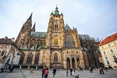 24 01 2018 Прага, чех Rebublic - туристы посещают Cath St Vitus Стоковое фото RF