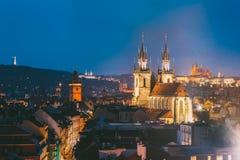 Прага, Чешская Республика Городской пейзаж вечера старого центра известно Стоковое Изображение