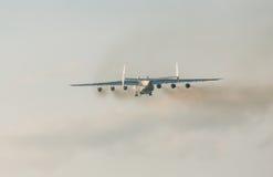 ПРАГА, CZE - 12-ОЕ МАЯ: Самолет Antonov 225 на авиапорте Vaclava Havla в Праге, 12-ое мая 2016 ПРАГЕ, ЧЕХИИ Оно большие Стоковые Фотографии RF