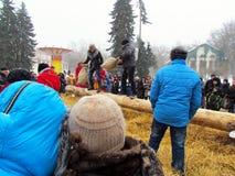 Праздненства людей в празднике Maslenitsa стоковое фото rf