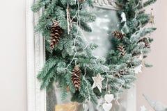 праздники рождества счастливые веселые Красивая живущая комната украшенная для рождества E Стоковое Изображение RF