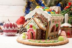 праздники gingerbread рождества застекляя расквартировывают подготовки кладя женщину валов Помадки праздника рождества Европейско Стоковая Фотография