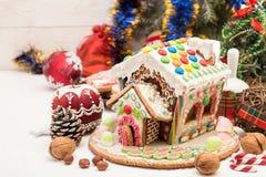 праздники gingerbread рождества застекляя расквартировывают подготовки кладя женщину валов Помадки праздника рождества Европейско Стоковое фото RF