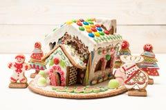 праздники gingerbread рождества застекляя расквартировывают подготовки кладя женщину валов Помадки праздника рождества Европейско Стоковое Фото