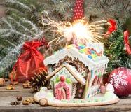 праздники gingerbread рождества застекляя расквартировывают подготовки кладя женщину валов Помадки праздника рождества Европейско стоковое изображение