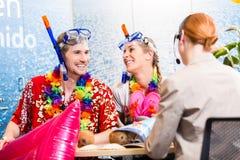 Праздник пляжа резервирования человека и женщины Стоковые Фото