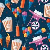Праздничная еда и картина помадок безшовная Мороженое, попкорн, машина конфеты хлопка, оборудование baloons Повторите дизайн для  Стоковые Фотографии RF