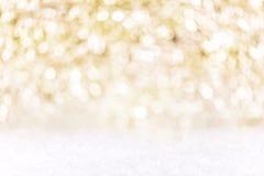 Праздничная золотая и белая предпосылка с снегом, silvester концепции стоковое изображение