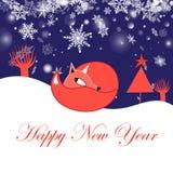 Праздничная поздравительная открытка Нового Года с лисой бесплатная иллюстрация