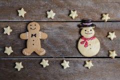 Праздничное печенье рождества и Новый Год в форме Gingerbrea Стоковые Изображения RF