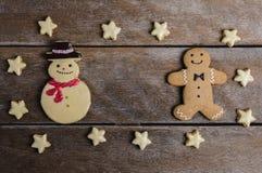 Праздничное печенье рождества и Новый Год в форме Gingerbrea Стоковая Фотография RF