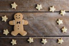 Праздничное печенье рождества и Новый Год в форме Gingerbrea Стоковое Изображение RF