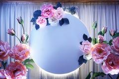 Праздничное украшение для предпосылки декоративных цветков с освещает контржурным светом стоковое фото