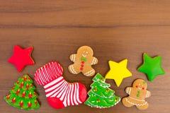 Праздничные вкусные печенья рождества на деревянном столе Взгляд сверху Стоковые Фото