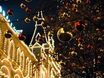 Праздничные освещения в улицах города Рождество в Москве, России красный квадрат Стоковые Изображения
