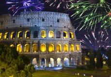праздничные феиэрверки Италия collosseo над rome Италия rome стоковые изображения rf