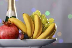 Праздничный натюрморт от свежих пестротканых плодоовощей на красивой предпосылке стоковые фото