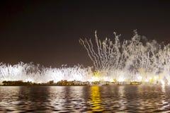 Праздничный фейерверк в Дубай стоковые изображения