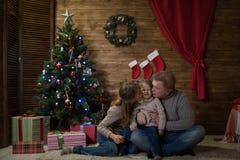 праздновать дом семьи рождества счастливый Стоковые Фотографии RF