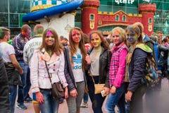 Праздновать индийский фестиваль цветов и весну Holi в парке Gorky Стоковые Изображения RF