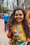 Праздновать индийский фестиваль цветов и весну Holi в парке Gorky Стоковая Фотография RF
