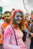 Праздновать индийский фестиваль цветов и весну Holi в парке Gorky Стоковое Фото