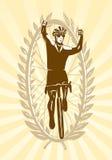 празднующ велосипедиста его выигрыш Стоковое Фото