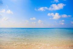 Праздника предпосылки природы чистой воды атолл остров-курорта тропического роскошный о приключении шноркеля свободы кораллового  Стоковые Фотографии RF