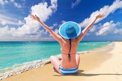 Праздники Солнця на тропическом пляже Стоковые Фото